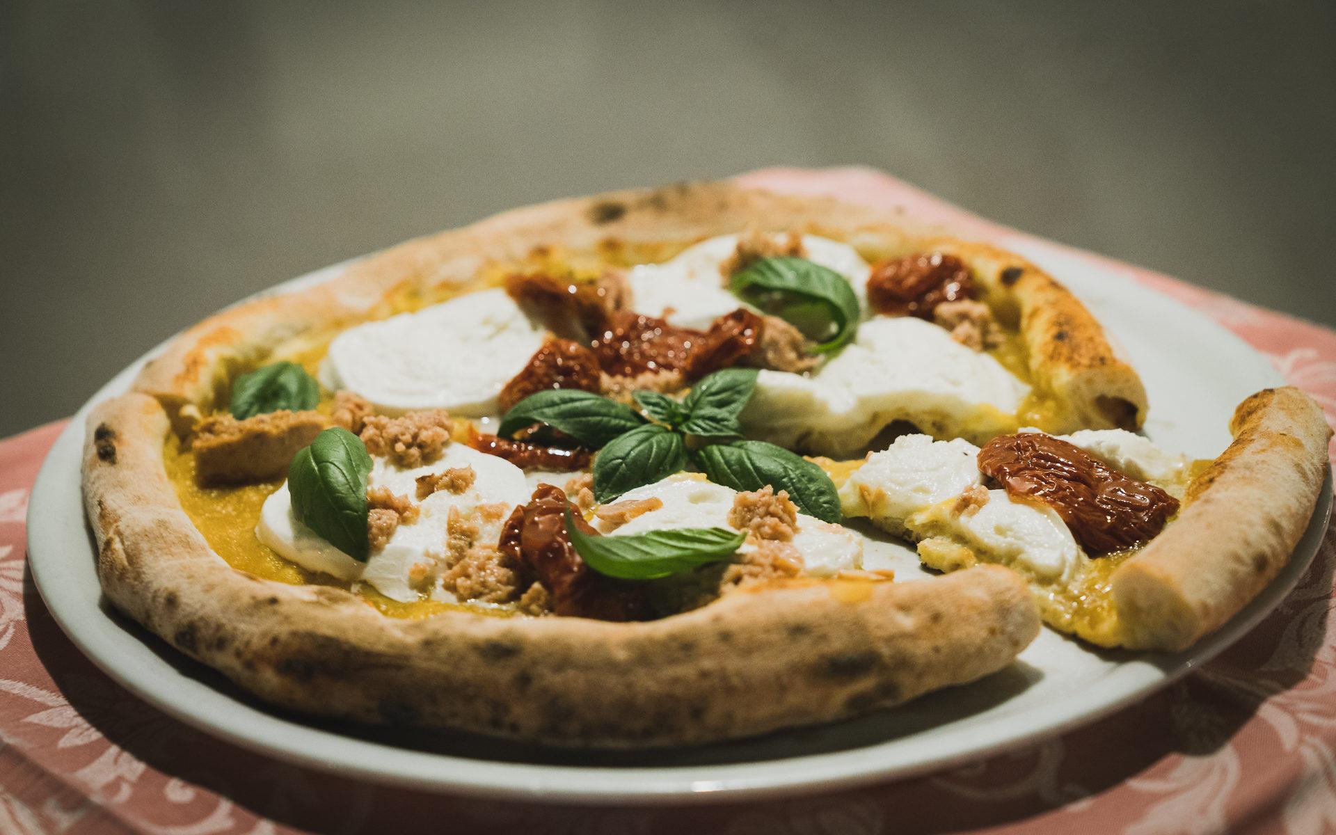 Pizza con prodotti tipici Salentini